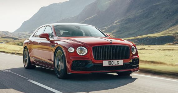 The 542bhp Bentley Flying Spur V8 Is 100kg Lighter Than The W12, Still Silly Fast