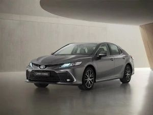 Toyota Camry Hybrid Facelift Revealed In Europe India Launch Expected In 2021