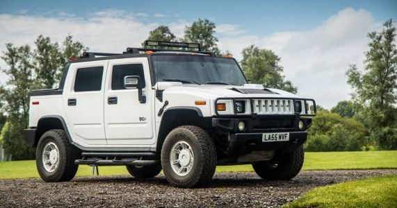 Driving A Hummer H2 Is An Awful And Brilliant Experience All At The Same Time