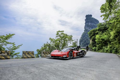 Onboard Footage Of VW's ID.R Big Gate Mountain Climb Is Nerve-Wracking