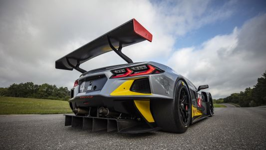 Corvette C8.R Packs a Flat-Crank V8 With Dual Overhead Cams