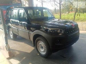 Mahindra Scorpio S3 Variant In Detailed Images