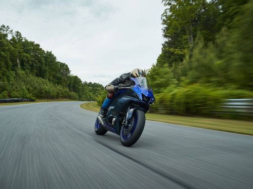 2022 Yamaha YZF-R7 MC Commute Review Photo Gallery