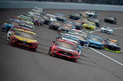 Harvick and Hamlin favored to win at Kansas as Round of 8 begins