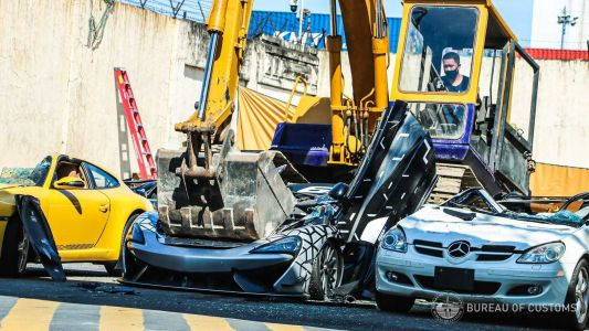McLaren 620R and Others Destroyed In Philippines For Being Imported Illegally