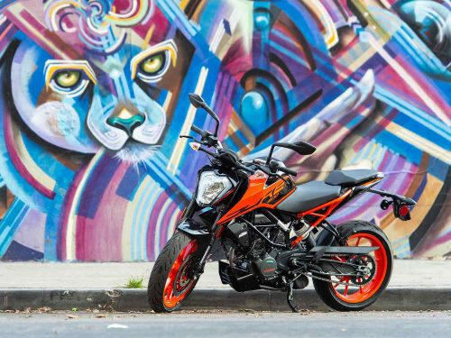 2020 KTM 200 Duke MC Commute Review Photo Gallery