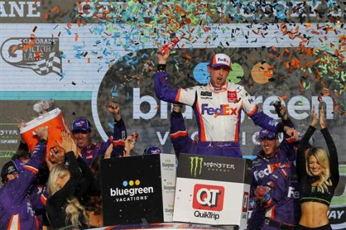 Hamlin gets clutch win at Phoenix, qualifies for Championship 4